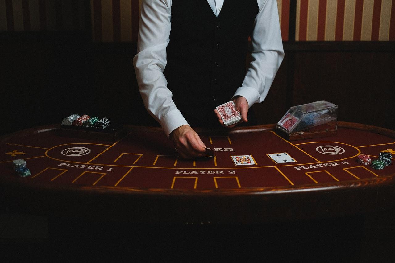 Poker et croupier